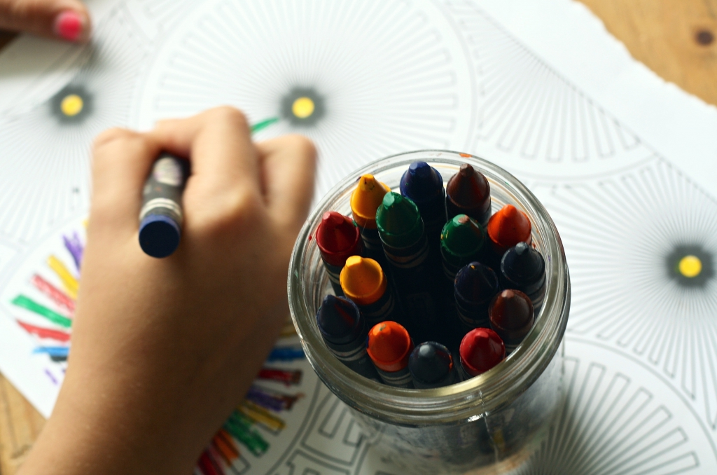 arts-and-crafts-child-close-up-color-159579.jpg